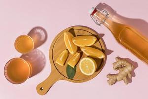 apelsin och ingefära kombucha foto