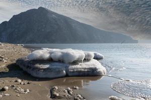 marinmålning med utsikt över systerbacken. nakhodka, ryssland foto