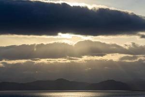 solnedgång över avachabukten. petropavlovsk-kamchatsky foto