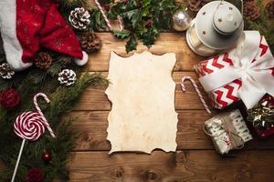 ovanifrån av jultomten och tom lista foto