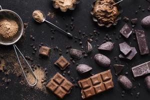 ovanifrån läckra choklad efterrätt redo serveras foto