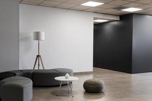 minimalistiskt tomt rum i en affärsbyggnad foto