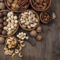 mellanmålskålar för ekologiska nötter foto