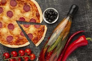 skivad pizza hemlagad foto