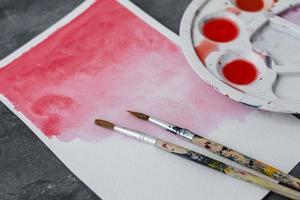 röd akvarell paitning foto