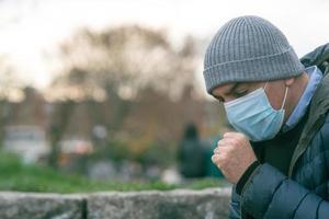 nysning med en skyddande mask foto