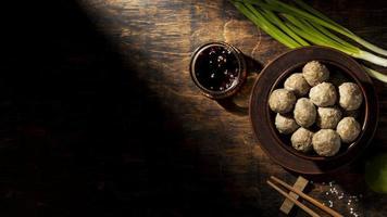 arrangemang av traditionell indonesisk bakso foto