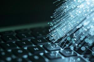 bärbar dator med blå optisk fiber. vackert fotokoncept med hög kvalitet och upplösning foto