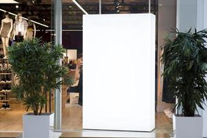 mock up light box inuti butiken. vackert fotokoncept med hög kvalitet och upplösning foto