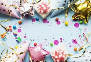 Grattis på födelsedagen eller festbakgrund foto