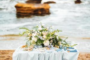 bröllopsceremoni område på sandstranden foto