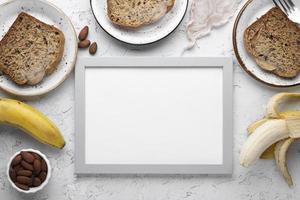 hälsosamt bananbröd med kopieringsutrymme foto
