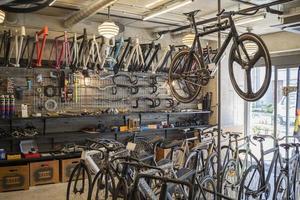 cykelbutik koncept med cyklar foto