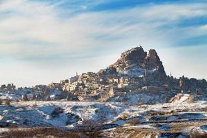 uchisar slott på vintern, Kappadokien, Goreme, Turkiet. foto