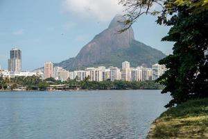 utsikt över Rodrigo de Freitas lagun i Rio de Janeiro foto