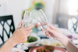 klirrande champagneflöjt foto