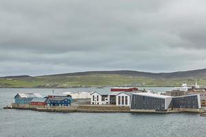 lerwick centrum under molnig himmel lerwick shetlandsöarna skottland Storbritannien foto