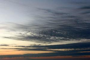 solnedgång i Pha Taem nationalpark i Ubonratchathani, Thailand foto
