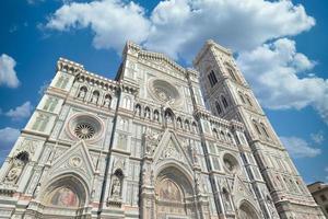 katedral santa maria del fiore duomo och giottos klocktorn campanile i florens italien foto