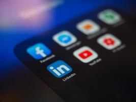 Bukarest, Rumänien 2019- Facebook-app nära applikationer för sociala medier foto