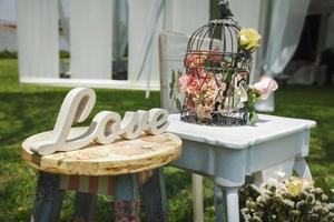 trä handgjorda välkomst bröllop dekoration foto