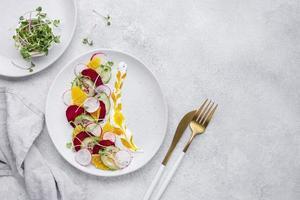 kreativt sortiment av utsökt mat foto