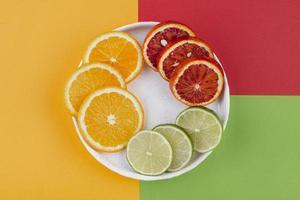 kreativ sammansättning av utsökt mat foto