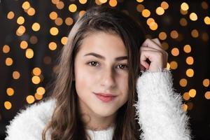 närbild porträtt av mycket vacker ung kvinna foto