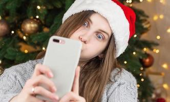 njuter av julstämning foto
