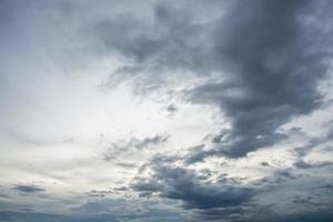 himmel moln blå foto