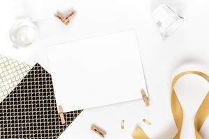 vacker gratulationskortidé med område för din text med foto