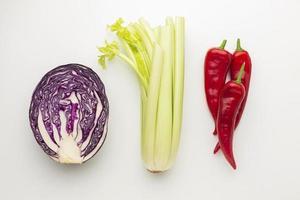 ovanifrån färska grönsaker arrangemang foto