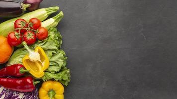 platt låg grönsaker med kopia utrymme foto