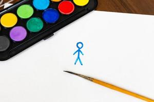 mannen är målad med pensel och akvarellmålningar på vit bakgrund foto