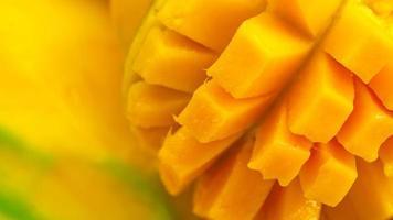 närbild mango frukt och mangokuber makrofotografering textur bakgrund foto