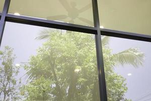 exteriör av kontorsglasbyggnadsarkitektur foto