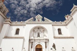 fasaden på basilikan till vår dam av copacabana bolivia foto