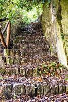 gamla sten trappor foto