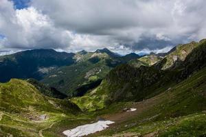 landskap nära sjön Levico, Trento Italien foto