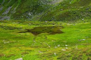 landskap nära sjön Levico, Trento, Italien foto