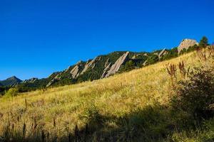 flatirons mörka granitberg i Chautauqua Park i Boulder Colorado foto