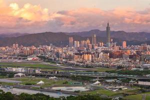 panoramautsikt över Taipei stad i Taiwan foto