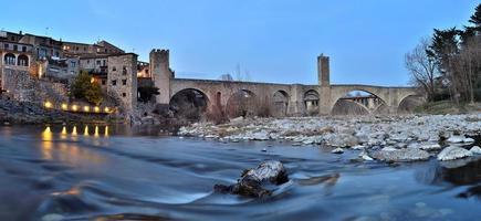 gammal medeltida bro foto