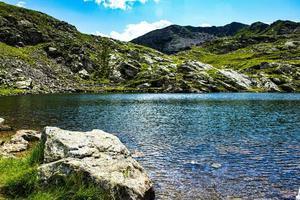 liten bergsjö nära Magna-passet foto