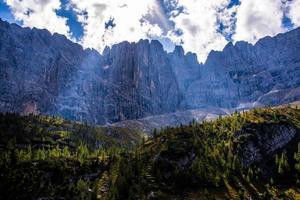 dolomiternas himmel och stenar foto