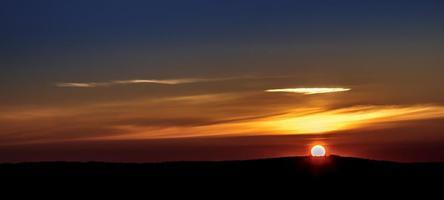 vår soluppgång landsbygd foto