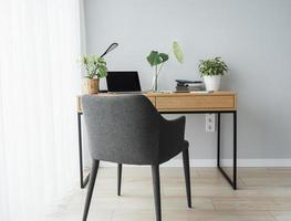 kontor arbetsplats med laptop foto
