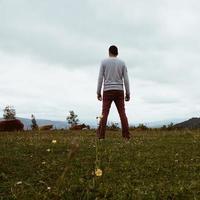 man vandring i berget i bilbao spanien foto
