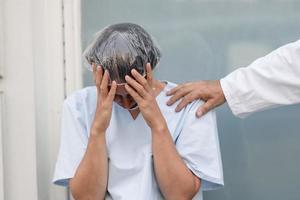 sjuksköterska som sörjer porträtt foto