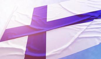 finland flagga på den blå himlen foto